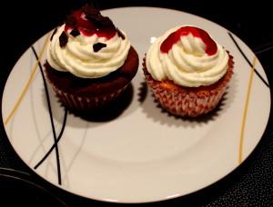 Käsekuchen und Schwarzwälder Kirsch Cupcake 01