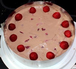 Erdbeer-Kinder-Bueno-Torte